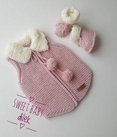 Günler bize dostların güzelliğiyle, geceler onların dualarıyla mübarek oluyor. Umudumuz dostların hediyesi, duamızsa sizlerin sevgisi.… Knit Crochet, Crochet Hats, Crochet Baby Clothes, Baby Vest, Kids Hats, Baby Sweaters, Baby Knitting Patterns, Diy Clothes, Lana