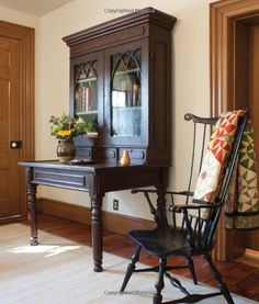 Windsor chair and hutch/desk love both of these Primitive Living Room, Primitive Homes, Primitive Country, Early American Furniture, American Decor, American Country, Colonial Furniture, Country Furniture, Primitive Furniture