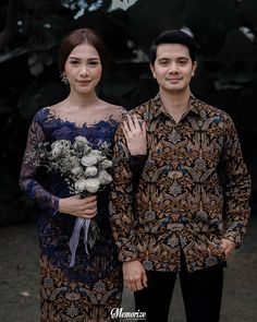 Balinese Concept Intimate Homey Engagement by Okira & Anza Pre Wedding Poses, Pre Wedding Shoot Ideas, Pre Wedding Photoshoot, Wedding Couples, Wedding Inspiration, Model Kebaya Brokat Modern, Vera Kebaya, Kebaya Wedding, Muslimah Wedding