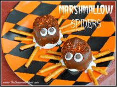Marshmallow Spiders -- an easy Halloween snack or party food that kids will love!  www.TheSeasonedMom.com