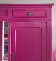 Audacieux Un parti pris osé et réussi pour ce meuble repeint dans un coloris flashy. De quoi réveiller les intérieurs les plus sobres. http://www.castorama.fr/store/pages/idees-decoration-facile-renover-meubles.html