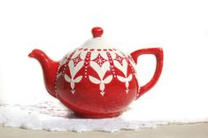 Red Teapot for Holidays Tea Lover Kitchen Gift by Dprintsclayful Victorian Teapots, Red Teapot, Teapots Unique, Teapots And Cups, Ceramic Teapots, Chocolate Pots, Red Christmas, Tea Set, Safe Food