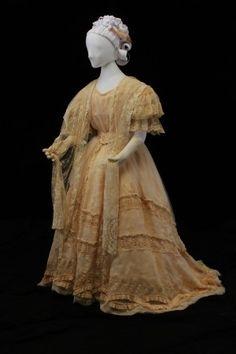 1849 Wedding Dress. Old Fashioned Wedding Dresses, Antique Wedding Dresses, White Wedding Dresses, Wedding Gowns, Vintage Weddings, Bridal Gowns, Historical Costume, Historical Clothing, Edwardian Fashion