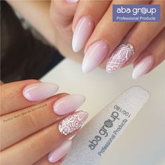 False nails have the advantage of offering a manicure worthy of the most advanced backstage and to hold longer than a simple nail polish. The problem is how to remove them without damaging your nails. Wedding Manicure, Bridal Nails, Red Nail Polish, Red Nails, Nail Art Designs, Nagel Blog, Classic Nails, Latest Nail Art, French Tip Nails