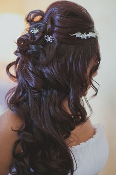 gorgeous wedding hair- This would look SOO good on you Sato! Casual Hairstyles, Fancy Hairstyles, Bride Hairstyles, Special Occasion Hairstyles, Cute Wedding Ideas, Bear Wedding, Wedding Bride, Hair Health, Wedding Hair Accessories