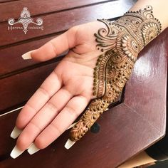 Top handpicked Arabic mehndi designs of Find unique and simple Arabic mehendi designs for hands and legs for weddings. Finger Henna Designs, Mehndi Designs For Girls, Henna Art Designs, Mehndi Designs For Beginners, Mehndi Designs 2018, Simple Arabic Mehndi Designs, Dulhan Mehndi Designs, Mehndi Designs For Fingers, Stylish Mehndi Designs