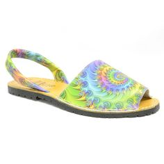 #Sandalette sur un petit talon de 2 cm. Bicolore et idéal pour l'été #chaussurefemme , #grandetaille, #grandepointure, #femme, #mode , #gay, #travesti