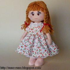 Boneca de Pano: Boneca de Feltro Simples - vestido e acessórios com passo a passo