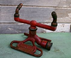 Great Red Vintage Iron Lawn Sprinkler Had to make sure to jump over the spinning sprinklers so you did not injure your feet Vintage Iron, Vintage Love, Retro Vintage, Antique Iron, Best Garden Tools, Gardening Tools, Vintage Gardening, Lawn Sprinklers, Garden Shop
