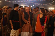 A still from the song Chingam Chabake with Imran, Kareena & Anupam Kher. Indian Clothes, Indian Outfits, Dharma Productions, Anupam Kher, Imran Khan, Kareena Kapoor, Movie Photo, Upcoming Movies, Desi