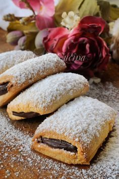 Biscotti cuore di cioccolato, ricetta facile, veloce, biscotti da colazione, merenda, dolci da preparare in poco tempo, ricetta sfiziosa, idea per bambini, ripieni Italian Cookies, Italian Desserts, Mini Desserts, Sweet Desserts, Italian Recipes, Sweets Recipes, Cookie Recipes, Biscotti Cookies, Macaron