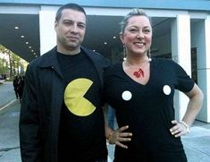 PAC-MAN Costume for a couple: funny easy halloween costume Easy Diy Couples Costumes, Easy Couple Halloween Costumes, Funny Couple Halloween Costumes, Cute Halloween Costumes, Diy Costumes, Costume Ideas, Halloween Ideas, Creative Costumes, Adult Costumes