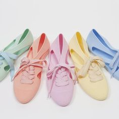 Amazing pastel bathing shoes by the creative London-based brand Cute Shoes, Me Too Shoes, Shoes Uk, Body Wrappers, Pastel Candy, Pastel Fashion, Jelly Shoes, Pretty Pastel, Style Guides