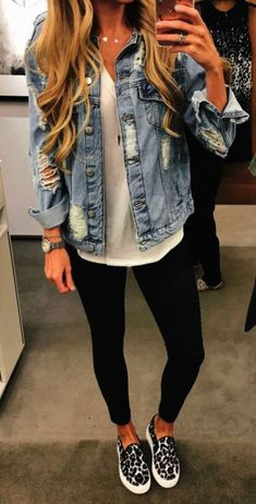 40 Perfect OOTD Summer Street Style Outfit Ideas – Summer Outfits – Summer Fashion Tips Denim On Denim, Ripped Denim, Blue Denim, Denim Style, Neue Outfits, Outfits Damen, Legging Outfits, Outfit Jeans, Leggings Outfit Summer Casual