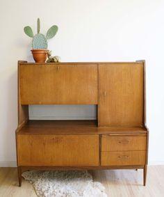 Vintage highboard uit de jaren 60. Retro dressoir of evt secretaire | Vintage meubels | Flat Sheep