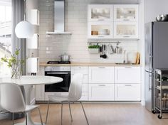 New kitchen ikea savedal Ideas Ikea Small Kitchen, New Kitchen, Kitchen White, Kitchen Tips, Glass Backsplash Kitchen, Kitchen Flooring, Ikea Savedal, Ikea Kitchen Inspiration, Chaise Longue Design
