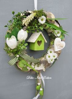 Spring wreath with cute house Wreath Crafts, Diy Wreath, Door Wreaths, Easter Wreaths, Christmas Wreaths, Christmas Decorations, Spring Decorations, Spring Crafts, Holiday Crafts