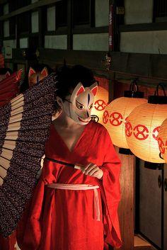 14 Reasons You Should Bow In Japan - Japan Talk - 14 Reasons You Should Bow In Japan – Japan Talk - Aesthetic Japan, Japanese Aesthetic, Red Aesthetic, Mask Japanese, Kitsune Mask, Fox Spirit, Japanese Festival, Cat Mask, Art Japonais