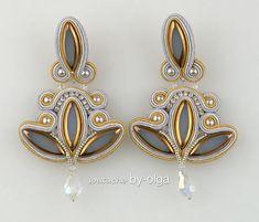 "Soutache Earrings ""Lilies"" by-olga Soutache Pendant, Soutache Earrings, Textile Jewelry, Beaded Jewelry, Handmade Necklaces, Handmade Jewelry, Soutache Tutorial, Girls Jewelry, Shibori"