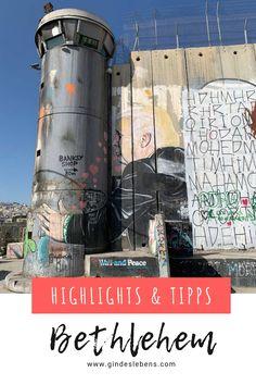 Bethlehem Palästina Highlights und Tipps. Streetart von Banksy, die Geburtskirche Jesu, Separation Wall und mehr. Die schönsten Sehenswürdigkeiten in Bethlehem und die Murals von Banksy – inklusive Karte. www.gindeslebens.com #Bethlehem #Palästina #NaherOsten #Banksy #Geburtskirche #SeparationWall Tromso, Banksy, Travel Companies, Traveling By Yourself, Travel Destinations, Places To Go, Cool Designs, Asia, Explore