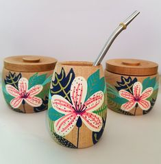 Crafts To Sell, Diy And Crafts, Arts And Crafts, Flower Pot Design, Flower Art, Ceramic Shop, Ceramic Pottery, Pottery Painting Designs, Posca