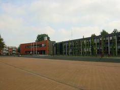 Dit is het Nieuwe Gemeentehuis  van Vriezeveen.