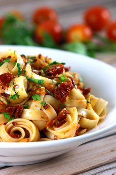 Quick and Easy Sundried Tomatoes and Garlic Pasta - This pasta recipe is PERFECT for mid-week lazy days and tastes spectacular!! And learn how to make delicious sundried tomatoes yourself while you're at it! YUM!! | ScrambledChefs.com