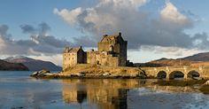 Contemplez le château d'Eilean Donan, ce bijou médiéval bordé par le mythique Loch Ness | SooCurious