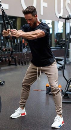 Sporty joggers for gym gym outfit men, mens clothing styles, gym clothing, men Fitness Outfits, Fitness Fashion, Outfits Hombre, Sporty Outfits, Gym Outfits, Moda Academia, Gym Outfit Men, Men Joggers Outfit, Best Gym
