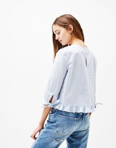 Poplin blouse with 3/4 sleeves and bow - Shirts - Bershka Ukraine