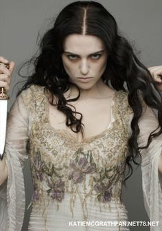 Morgana (Katie McGrath) in Merlin. Morgana Le Fay, Merlin Morgana, Katie Mcgrath, Costume Halloween, Green Eyeshadow, Jolie Photo, Costume Design, Character Inspiration, Photoshoot