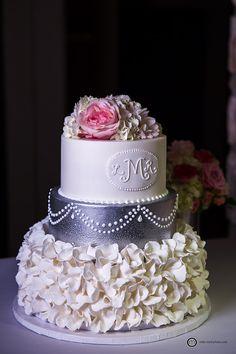 Simple, unique, beautiful wedding cake; Horseshoe Bay Wedding; Austin Wedding Photography; Mike Reed Photo
