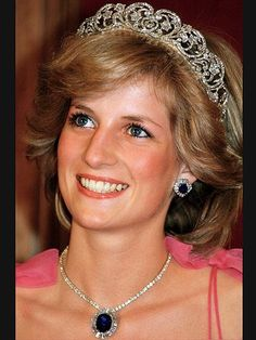 Princess Diana Princess of Wales smiles while wearing the Spencer Family Tiara at a State Reception in Brisbane Australia in April 1983 Princesa Real, Princesa Diana, Lady Diana Spencer, Spencer Family, John Spencer, Royal Princess, Princess Of Wales, Princess Diana Wedding, Space Princess