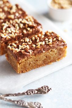 Schweizernötfudge blondies | My Kitchen Stories
