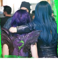 Some of the behind the scenes pictures from Descendants 3 in better quality. Some of the behind the scenes pictures from Descendants 3 in better quality. Descendants Characters, Disney Channel Descendants, Disney Descendants 3, Descendants Costumes, Descendants Cast, Cameron Boyce, Cheyenne Jackson, Zombie Disney, Descendants Acteurs