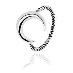 Inel din argint Moonlight care ne vorbeste despre eleganta, simplitate si feminitate.