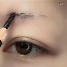 Makeup Tips Eyeshadow, Fall Eye Makeup, Eyebrow Makeup Tips, Makeup Tutorial Eyeliner, Makeup Looks Tutorial, Eye Makeup Steps, Eye Makeup Art, Smokey Eye Makeup, Skin Makeup