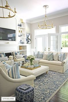Summer decorated living room with blue and white, brass and stripes. Layered pil… Summer decorated living room with blue and white, brass and stripes. Layered pillows in mixed patterns for a relaxed, coastal feel. Coastal Living Rooms, Home Living Room, Living Room Designs, Hamptons Living Room, Hamptons Decor, Best Living Room Design, Barn Living, Classic Living Room, Coastal Cottage