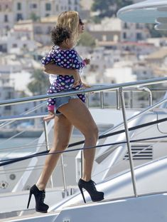 Beyonce with Blue Ivy boarding a Yacht | Still Standing Spray | Still Standing