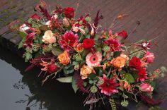 #rouwbloemstuk herfst #BLOM BLoemwerk Op Maat #Wageningen #WERV Funeral Flower Arrangements, Funeral Flowers, Grave Decorations, Flower Decorations, Casket Flowers, Casket Sprays, Fall Containers, Memorial Flowers, Sympathy Flowers