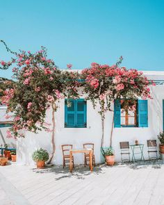 In the heart of the Aegean Sea, you'll find the island of Paros. It's the quintessential Greek Island with sandy beaches, picturesque white villages & friendly locals 🇬🇷 Photo Credit: Use or tag to be featured 💡 . Greek Islands To Visit, Best Greek Islands, Beautiful Islands, Beautiful Places, Greek Island Hopping, Outdoor Gardens, Bangkok, Around The Worlds, Decoration
