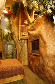 Mayan Rain forest themed room with jetted tub in a bamboo treehouse!!! at Black Swan Inn, Pocatello ID I am soo going someday!