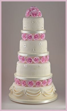 Romantic Rose and Lace Wedding Cake