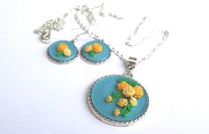 necklace and earings yellow roses quilled roses