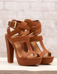 Les chaussures à talons c'est le top de la féminité et on les adorent. Se déclinant en des milliers modèles il y en a pour tous les goûts. Neuf chaussures à...