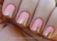 nails Kitty Corner Gold on Peachy Pink - 80s Nails, Funky Nails, Diagonal Nails, Nailart, Coral Nails, Great Nails, Super Nails, Nails Inspiration, Wedding Inspiration