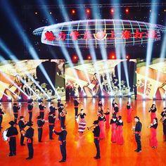 Ya estamos en #china! En la maravillosa y moderna ciudad de #shanghai!  Esta es la #BMMP haciendo la coreografía con la que representará a #españa  en este #festival de la mano de nuestras abrazaderas China #edition by #egr!  Visítanos y consigue la tuya   www.egrstore.com