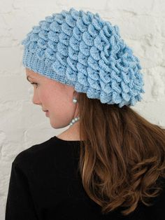 The Crocodile Stitch is all the talk in crochet. You can tell why this stitch is called the Crocodile Crochet Hood, Crochet Beret, Crochet Kids Hats, Crochet Cap, Crochet Crafts, Crochet Clothes, Crochet Projects, Crochet Crocodile Stitch, Stitch Crochet