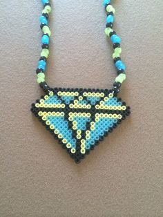 He encontrado este interesante anuncio de Etsy en https://www.etsy.com/es/listing/187557966/diamond-supply-co-kandi-rave-necklace
