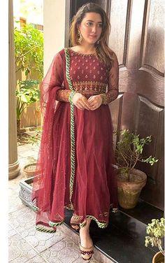 Punjabi Suits Party Wear, Pakistani Party Wear Dresses, Bollywood Dress, Designer Party Wear Dresses, Indian Party Wear, Party Wear Lehenga, Pakistani Outfits, Indian Outfits, Dress Party